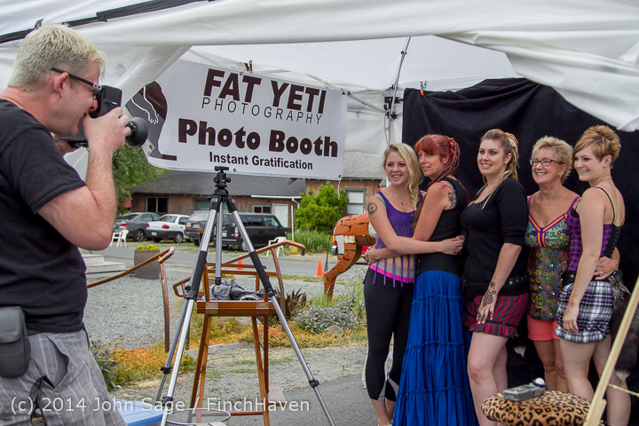2725_Sunday_Walkabout_Strawberry_Festival_2014_072014