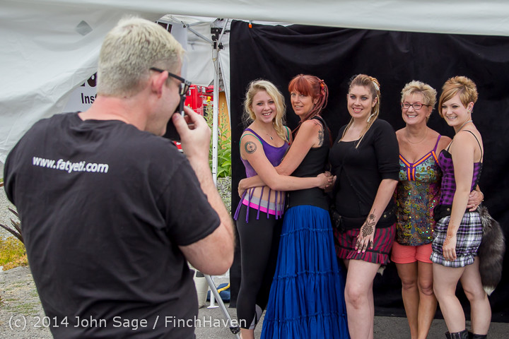 2726 Sunday Walkabout Strawberry Festival 2014 072014