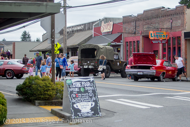 3243 Sunday Walkabout Strawberry Festival 2014 072014