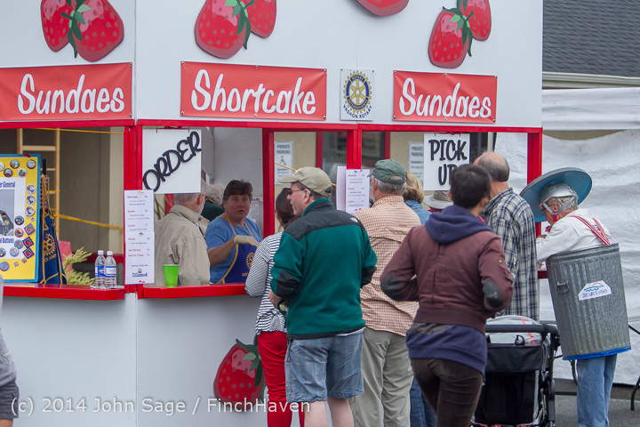 3263 Sunday Walkabout Strawberry Festival 2014 072014