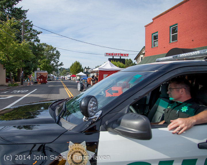 7639_Friday_Walkabout_Strawberry_Festival_2014_071814