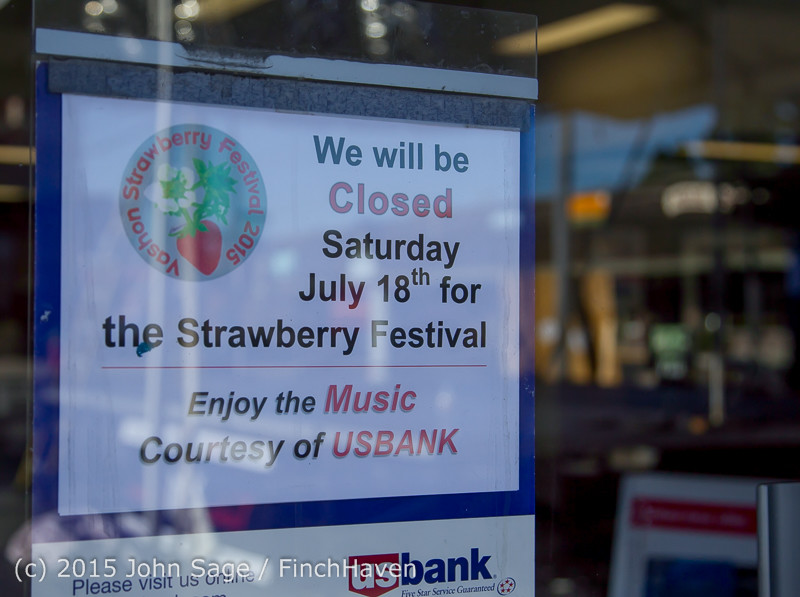 18058 Strawberry Festival Friday Walkabout 2015 071715
