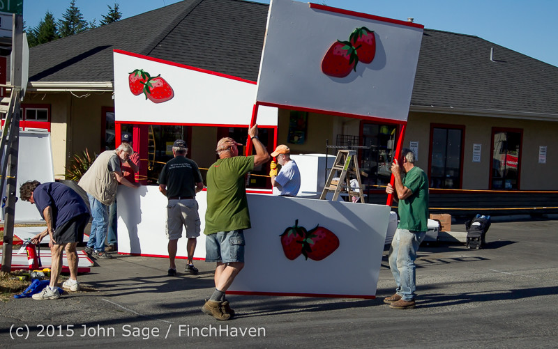 18061 Strawberry Festival Friday Walkabout 2015 071715