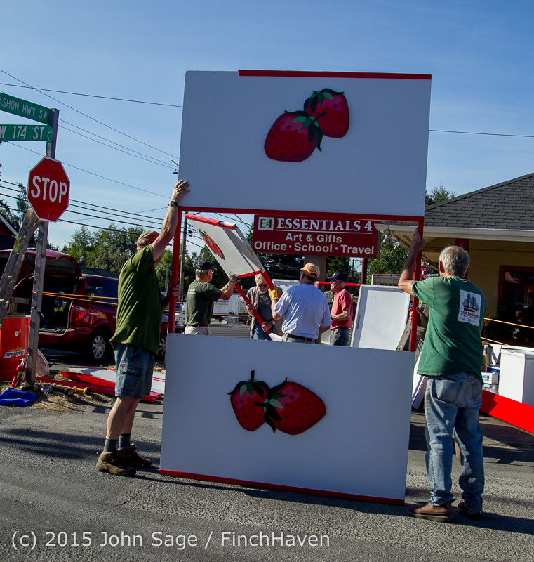 18062 Strawberry Festival Friday Walkabout 2015 071715