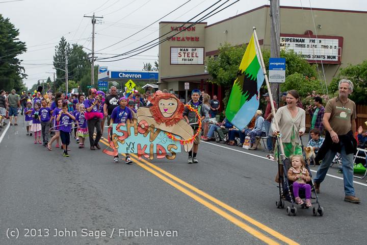 5348 Vashon Strawberry Festival Grand Parade 2013 072013