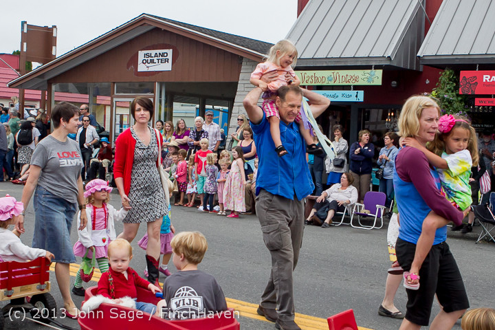 5462 Vashon Strawberry Festival Grand Parade 2013 072013