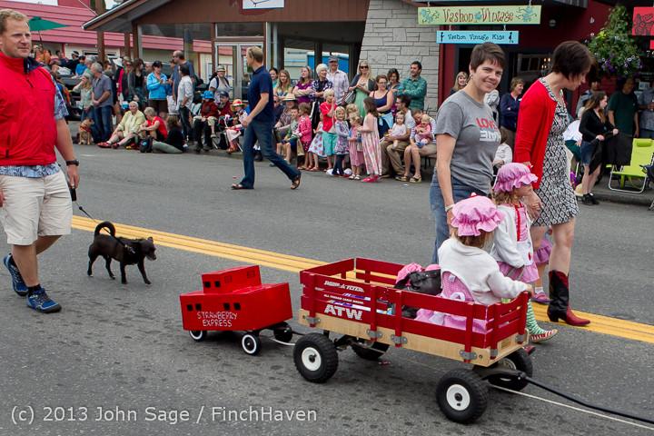 5464 Vashon Strawberry Festival Grand Parade 2013 072013
