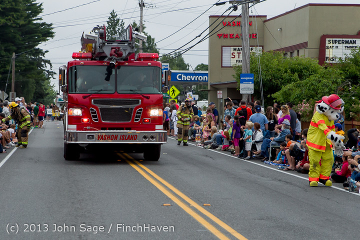 5473 Vashon Strawberry Festival Grand Parade 2013 072013