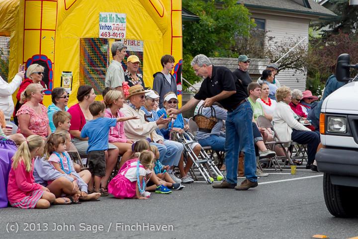 5530 Vashon Strawberry Festival Grand Parade 2013 072013