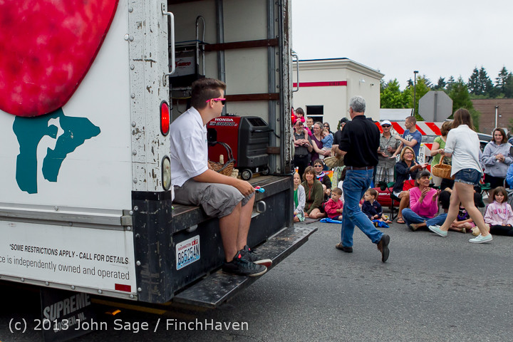 5544 Vashon Strawberry Festival Grand Parade 2013 072013