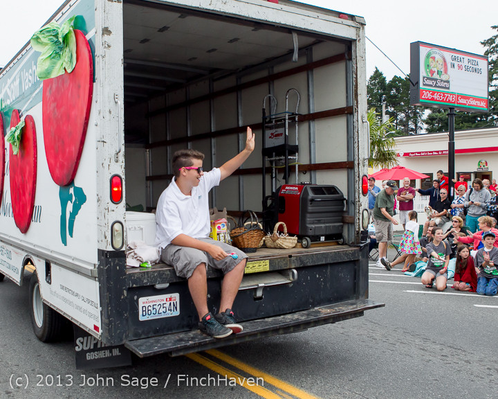 5545 Vashon Strawberry Festival Grand Parade 2013 072013