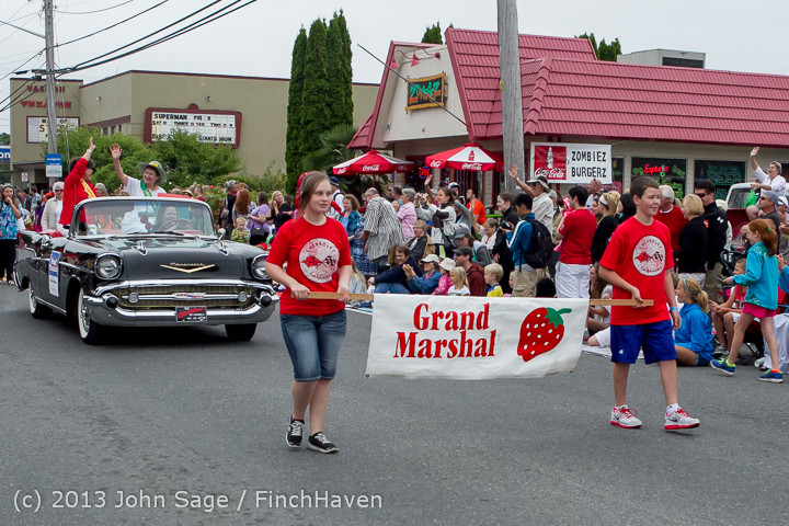 5551 Vashon Strawberry Festival Grand Parade 2013 072013