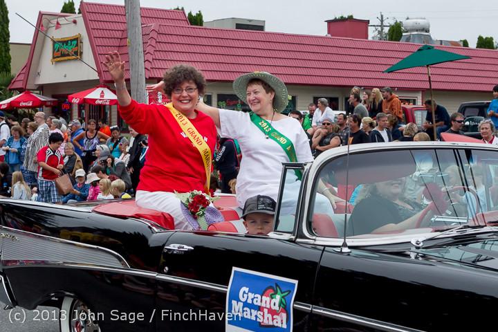 5564 Vashon Strawberry Festival Grand Parade 2013 072013