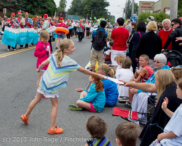 5628 Vashon Strawberry Festival Grand Parade 2013 072013