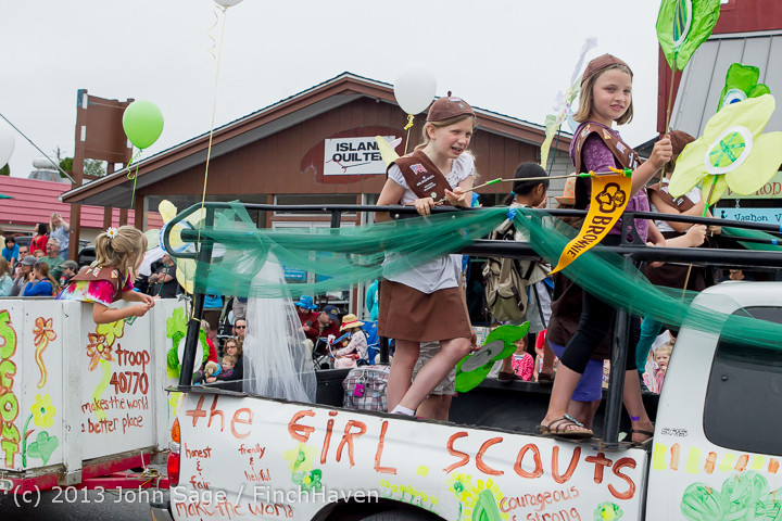 5679 Vashon Strawberry Festival Grand Parade 2013 072013