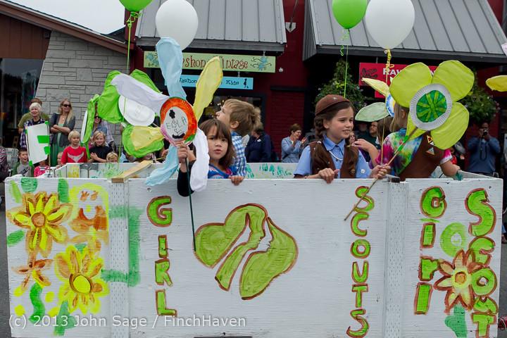 5683 Vashon Strawberry Festival Grand Parade 2013 072013
