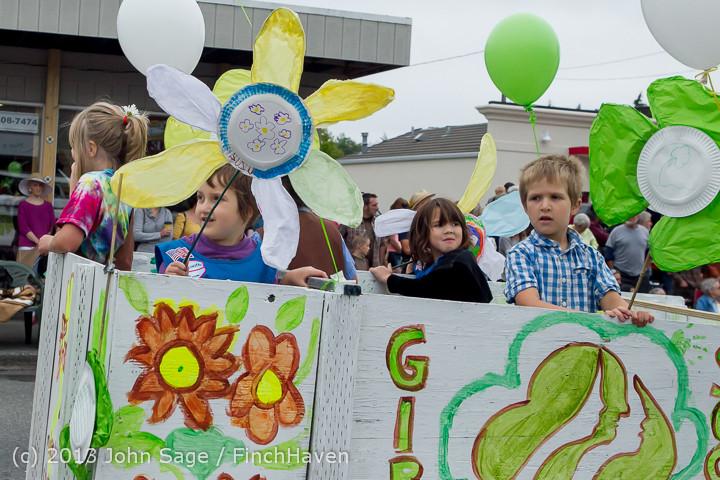 5690 Vashon Strawberry Festival Grand Parade 2013 072013