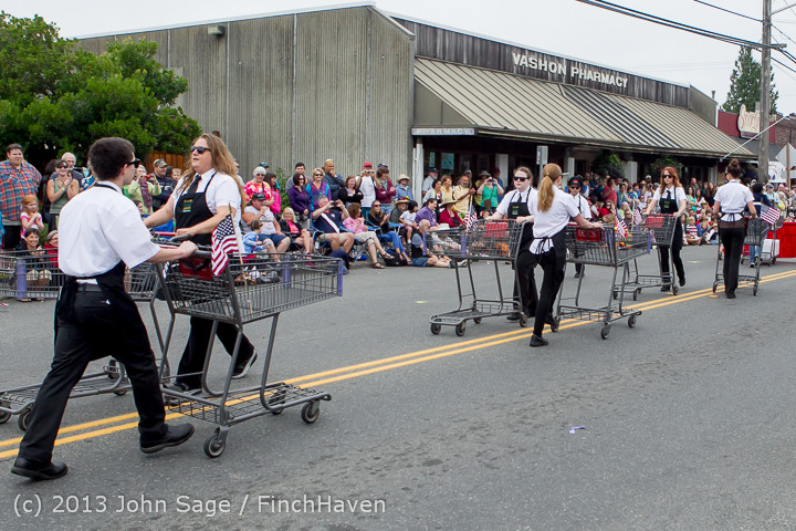 5828 Vashon Strawberry Festival Grand Parade 2013 072013