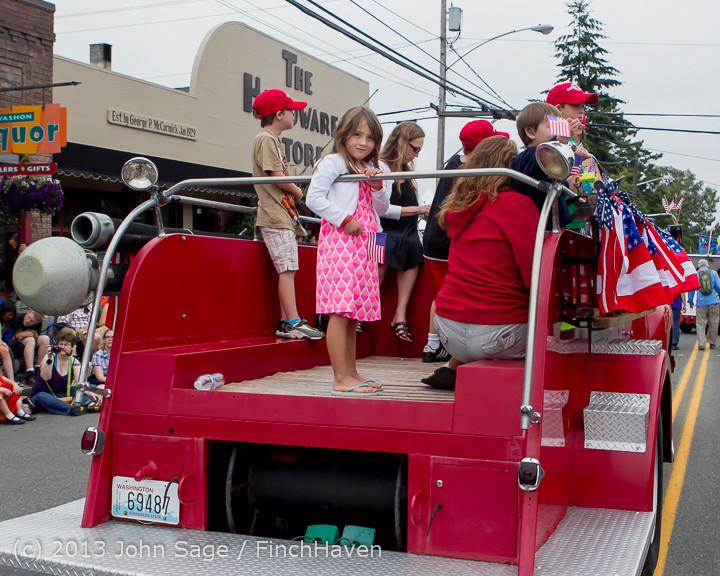 6042 Vashon Strawberry Festival Grand Parade 2013 072013