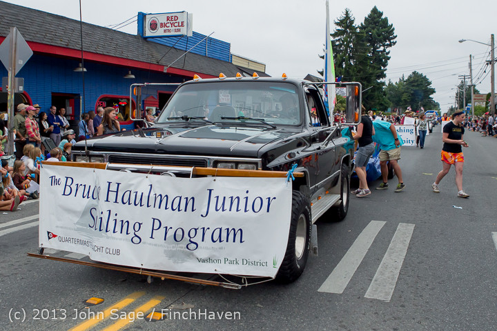 6105 Vashon Strawberry Festival Grand Parade 2013 072013