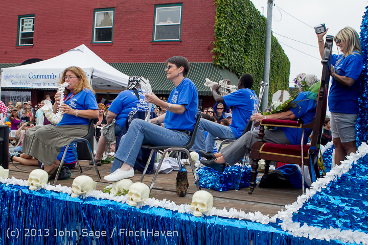 6184 Vashon Strawberry Festival Grand Parade 2013 072013