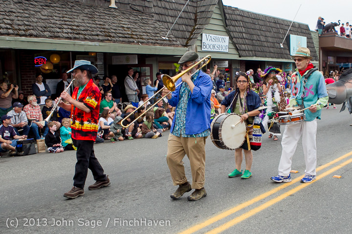6492 Vashon Strawberry Festival Grand Parade 2013 072013