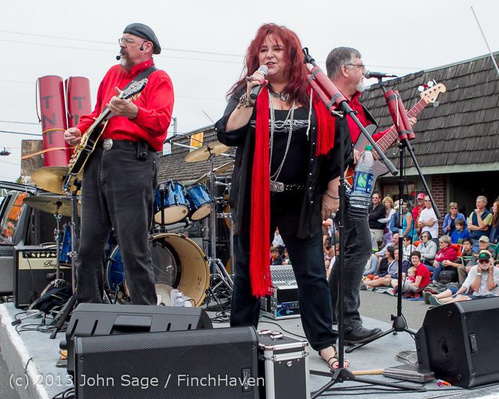 6652 Vashon Strawberry Festival Grand Parade 2013 072013