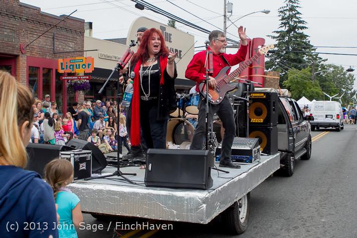 6663 Vashon Strawberry Festival Grand Parade 2013 072013