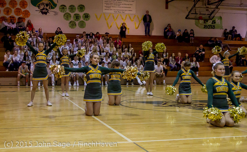 16477_VIHS_Winter_Cheer_at_Halftime_BBall_v_Sea-Chr_010915