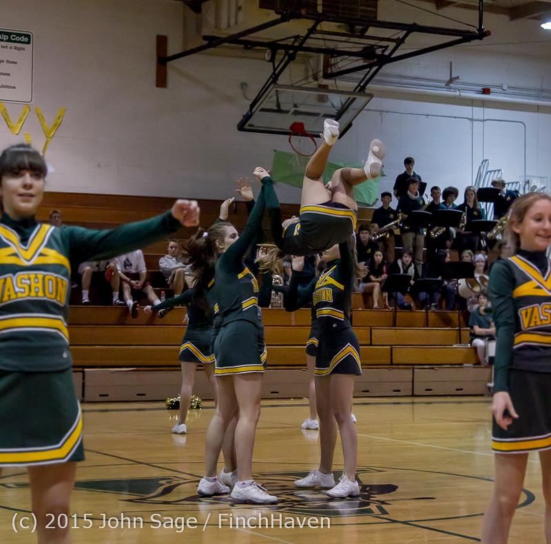 19358_VIHS_Winter_Cheer_at_Halftime_BBall_v_Sea-Chr_010915