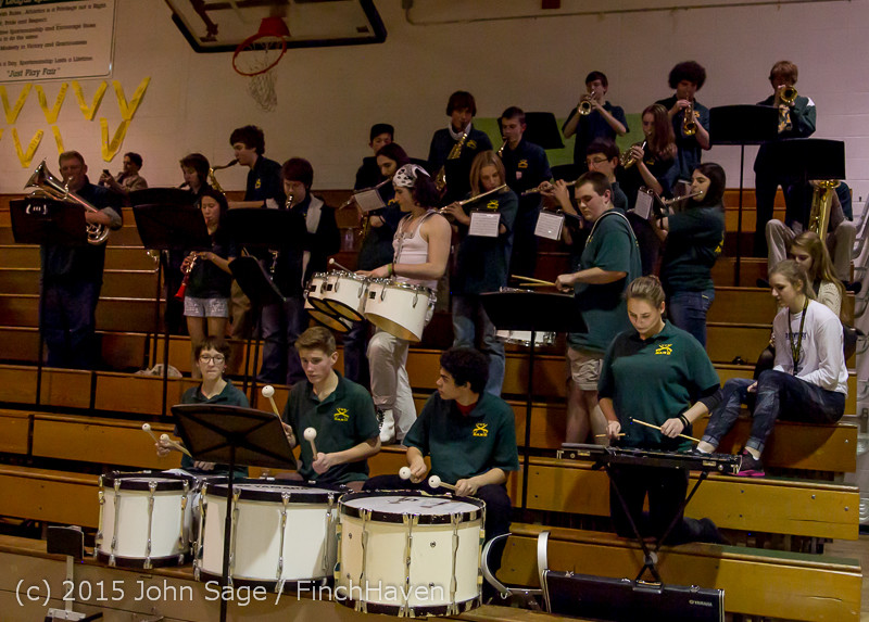 20265_White_Out_and_VIHS_Band_at_BBall_v_Sea-Chr_010915