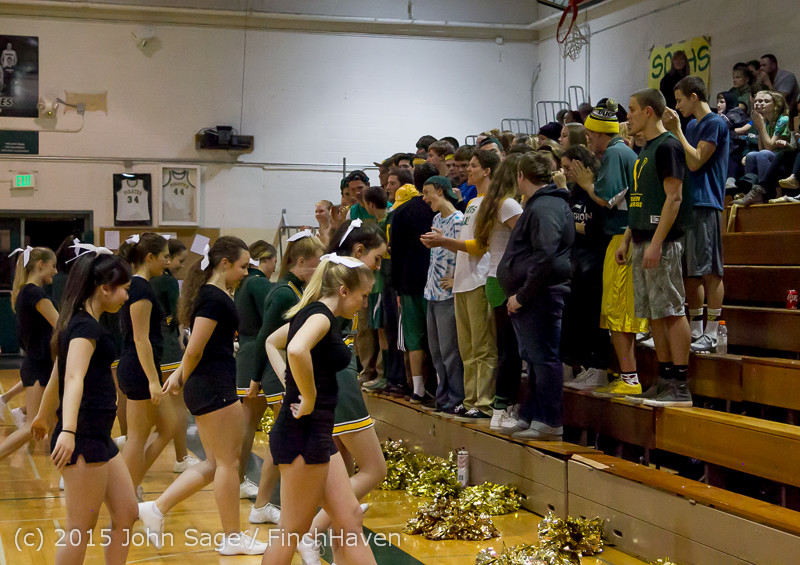 22792 VIHS Cheer-Band-Crowd at BBall v Seattle-Academy 121614