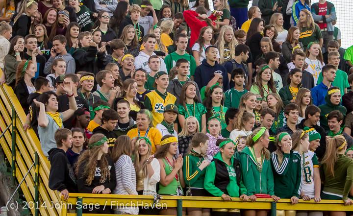 4563 Cheer-Crowd-Band at Football v Port-Angeles 091214