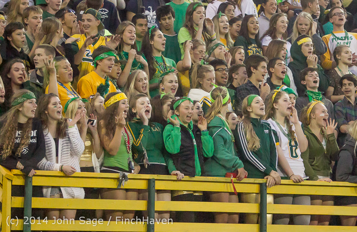 4894 Cheer-Crowd-Band at Football v Port-Angeles 091214