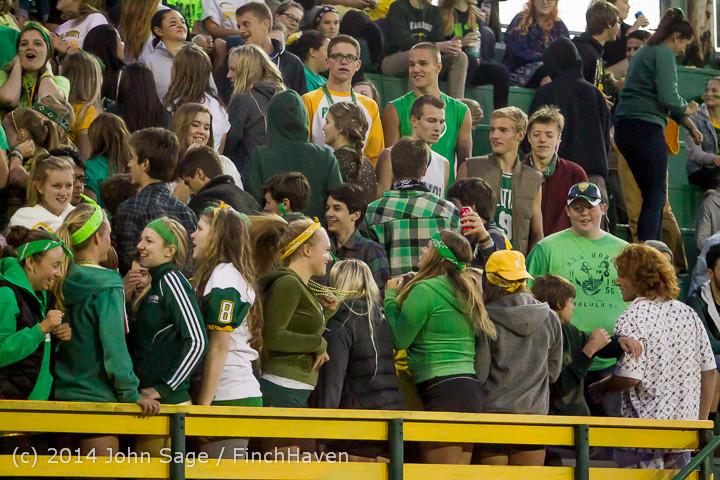 4910 Cheer-Crowd-Band at Football v Port-Angeles 091214