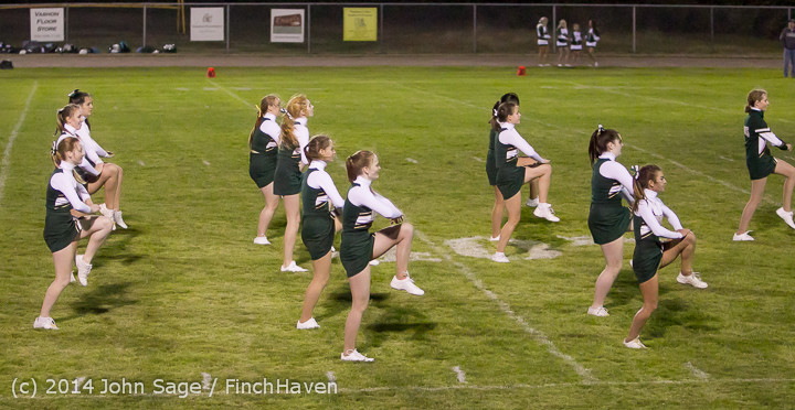 5304 Cheer-Crowd-Band at Football v Port-Angeles 091214
