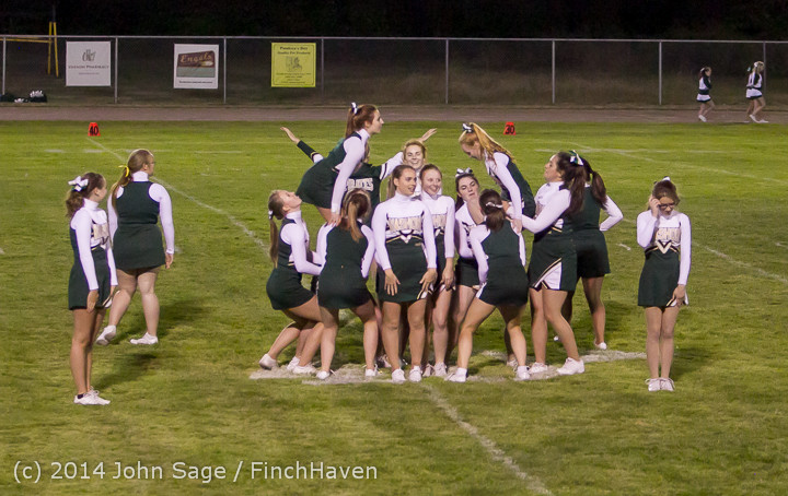 5512 Cheer-Crowd-Band at Football v Port-Angeles 091214