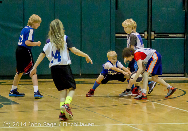 6643 VIJB halftime Kiddos at BBall v Granite Falls 120214