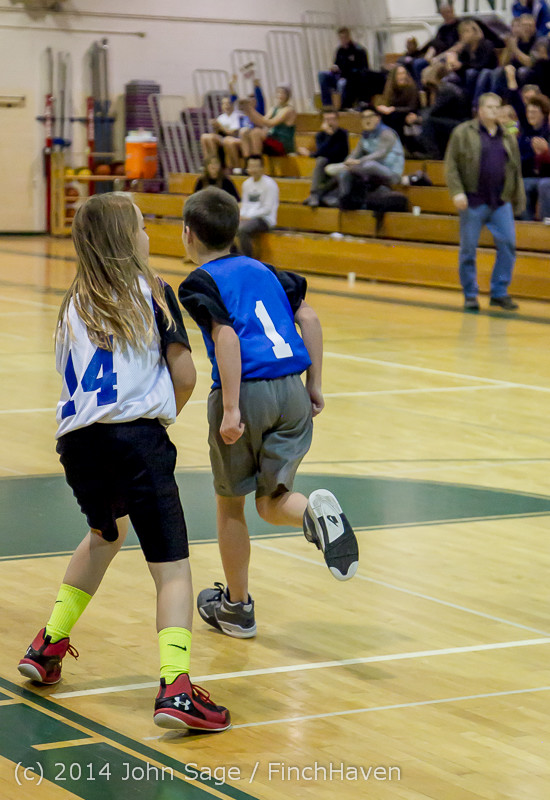 6732 VIJB halftime Kiddos at BBall v Granite Falls 120214