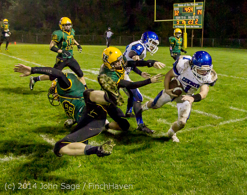 6484_Football_v_Chimacum_103114