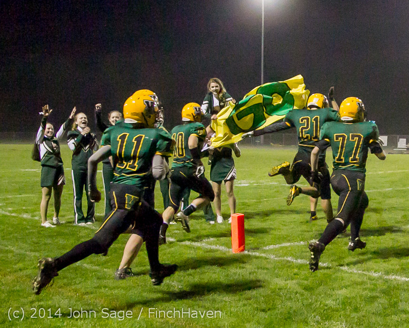 7468_Cheer-Band-Crowd_Football_v_Chimacum_103114