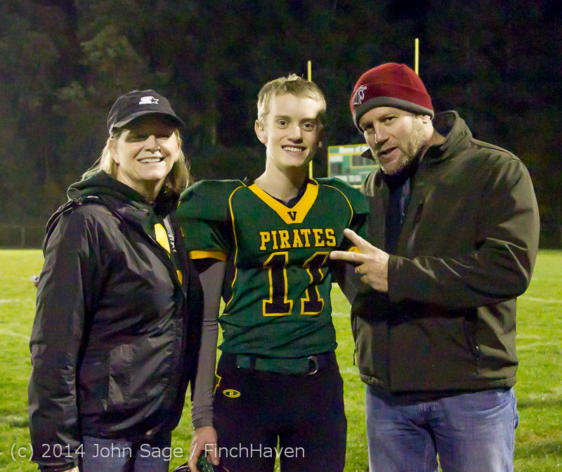 9540 Victory Celebration Football v Chimacum 103114