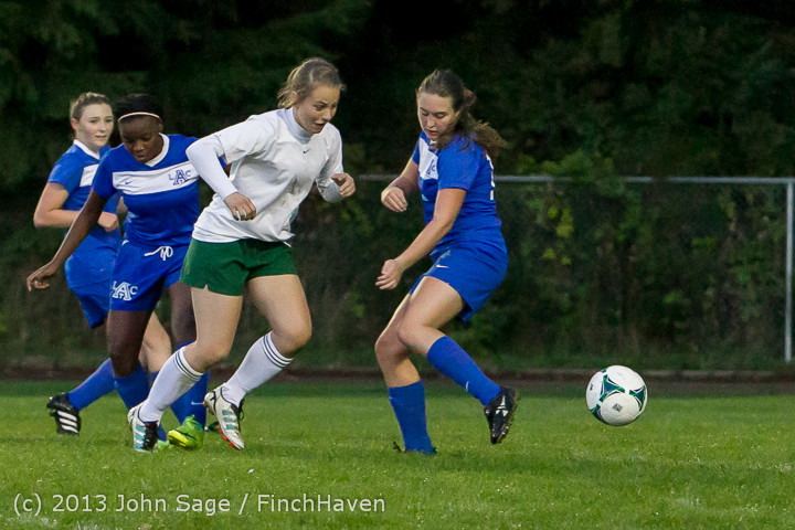 9041_Girls_Soccer_v_Life-Chr_092313