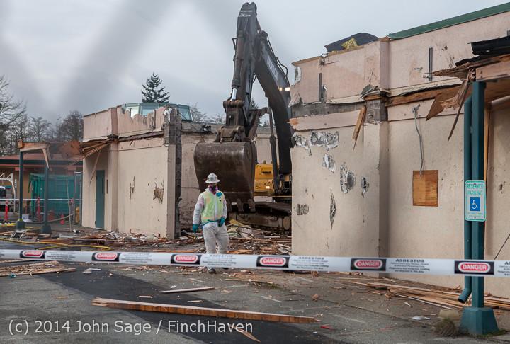 0944 B Bldg Demolition Day one 01152014