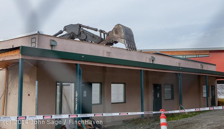 1086 B Bldg Demolition Day one 01152014