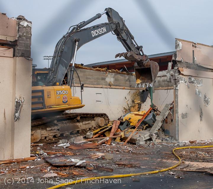 1112 B Bldg Demolition Day one 01152014