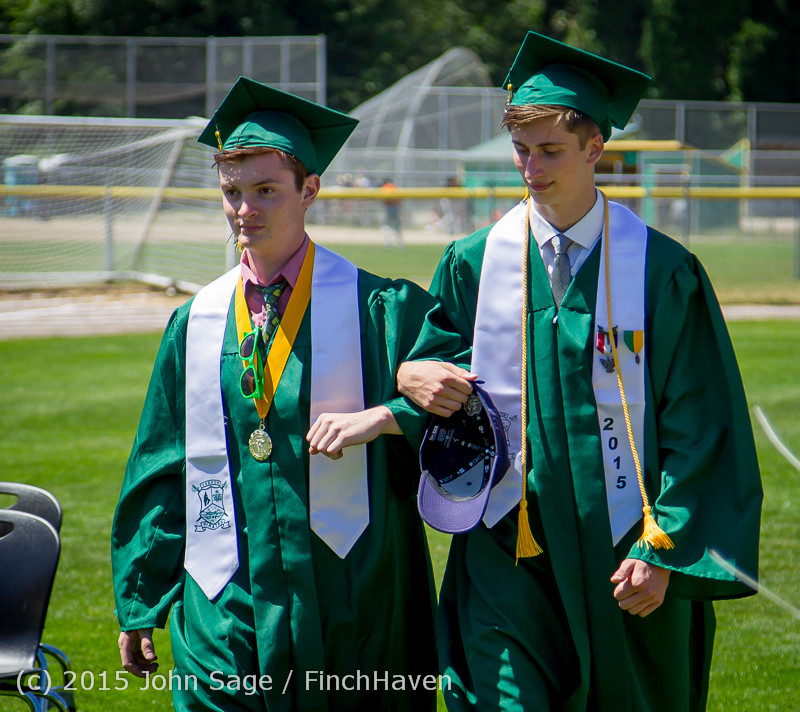 6396-a_Vashon_Island_High_School_Graduation_2015_061315