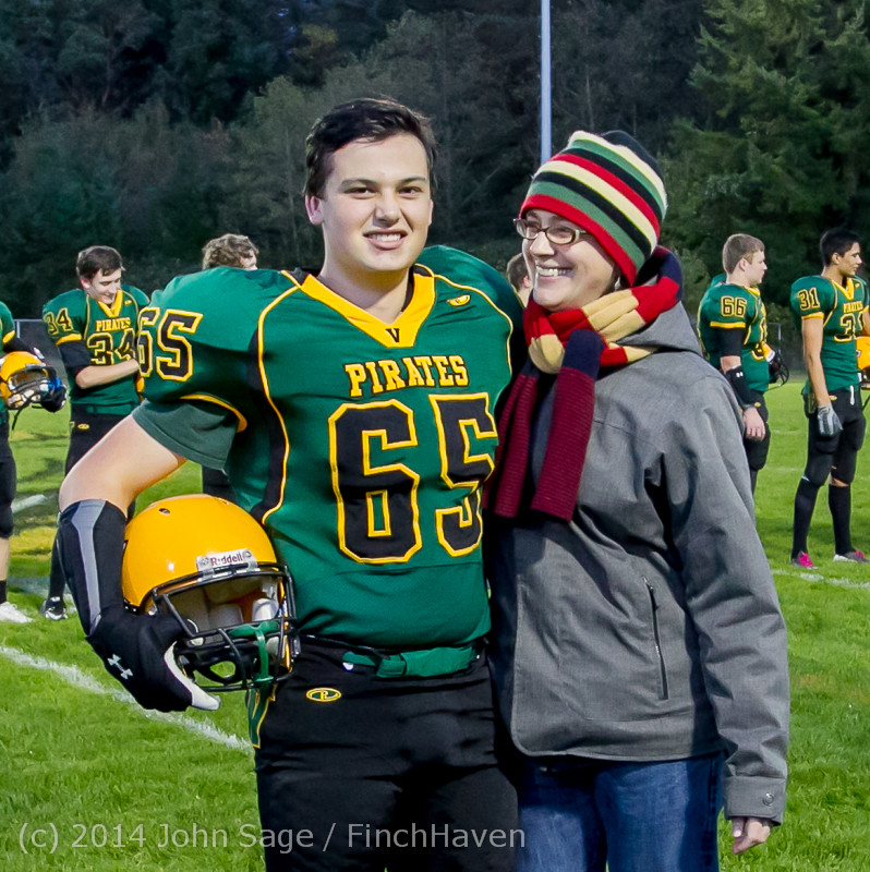 4119-a_VHS_Football_Fall_Cheer_Seniors_Night_2014_103114
