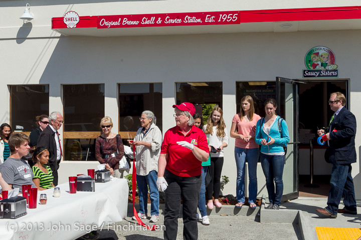 0586 Saucy Sisters Pizza Opening 050813