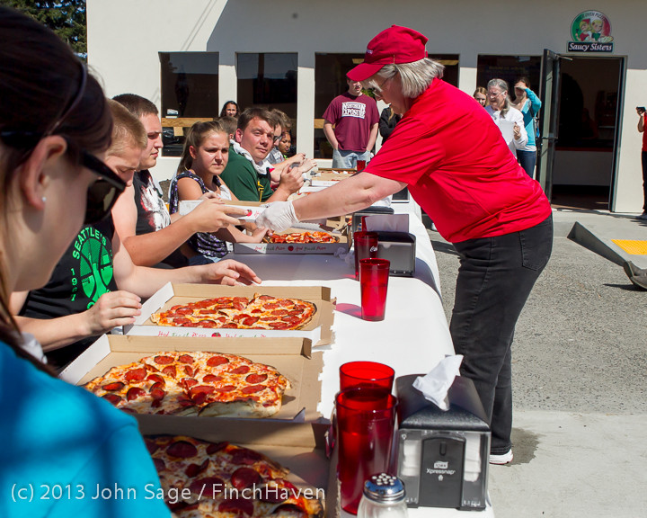 0671 Saucy Sisters Pizza Opening 050813